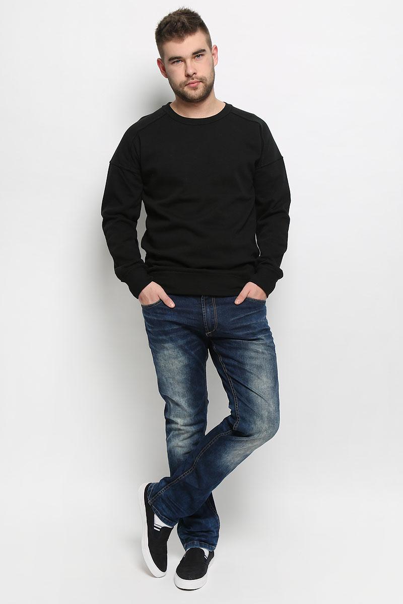 Джинсы мужские Broadway Pants, цвет: темно-синий. 20100454_537. Размер 36-32 (52-32)20100454_537Стильные мужские джинсы Broadway Pants выполнены из хлопка с добавлением эластана. Модель по поясу застегивается на пуговицу и имеет ширинку на застежке-молнии. На поясе предусмотрены шлевки для ремня. Изделие имеет классический пятикарманный крой: спереди - два втачных кармана и один маленький накладной, а сзади - два накладных кармана. Изделие оформлено потертостями и контрастной прострочкой.