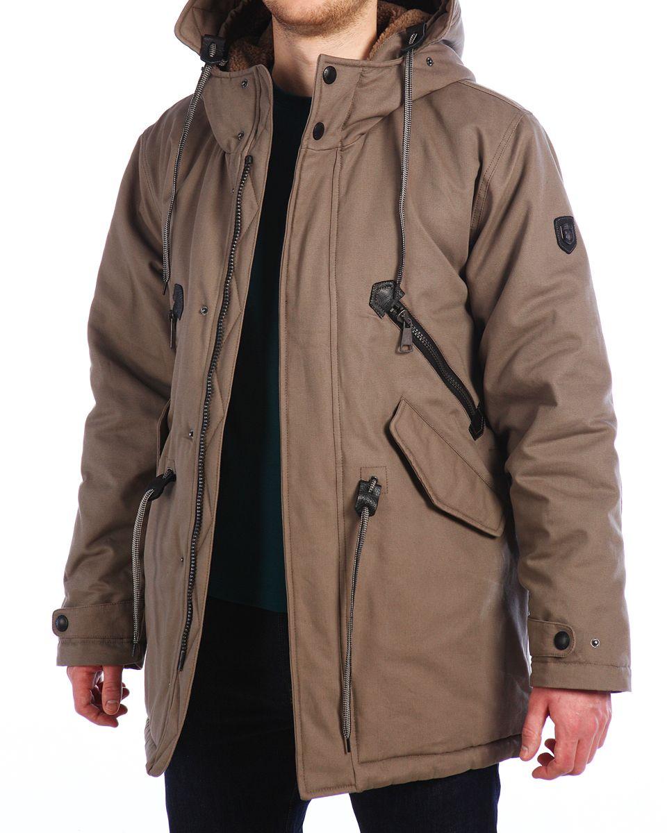 Куртка мужская Xaska, цвет: бежевый. 15512. Размер 5215512_WalnutМужская куртка Xaska изготовлена из натурального хлопка. В качестве утеплителя используется полиэстер. Куртка с несъемным капюшоном застегивается на застежку-молнию, а также дополнительно имеет ветрозащитную планку на кнопках. Капюшон оснащен текстильным шнурком со стопперами и дополнительно регулируется при помощи хлястика на кнопке. Рукава дополнены внутренними эластичными манжетами и дополнены хлястиками на кнопках. Объем по низу и талии регулируется с помощью эластичного шнурка со стопперами. Спереди имеются четыре кармана на застежках-молниях и кнопках, внутри расположены два прорезных кармана на молнии. На левом рукаве расположена небольшая металлическая пластина с названием бренда.