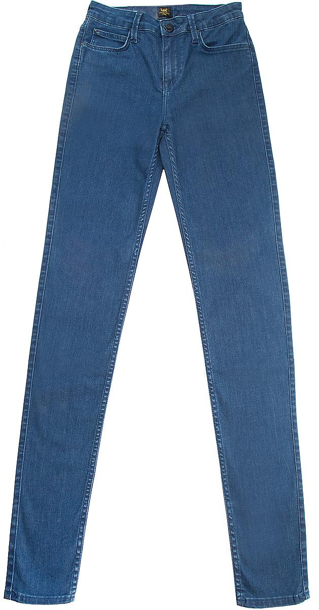 Джинсы женские Lee Scarlett High, цвет: темно-синий. L626AJFJ. Размер 27-35 (42/44-35)L626AJFJСтильные женские джинсы Lee Scarlett High станут отличным дополнением к вашему гардеробу. Изготовленные из высококачественного комбинированного материала, они мягкие и приятные на ощупь, не сковывают движения и позволяют коже дышать. Джинсы-скинни с высокой посадкой на талии на поясе застегиваются на металлическую пуговицу и имеют ширинку на застежке-молнии, а также шлевки для ремня. Модель имеет классический пятикарманный крой: спереди - два втачных кармана и один маленький накладной, а сзади - два накладных кармана.