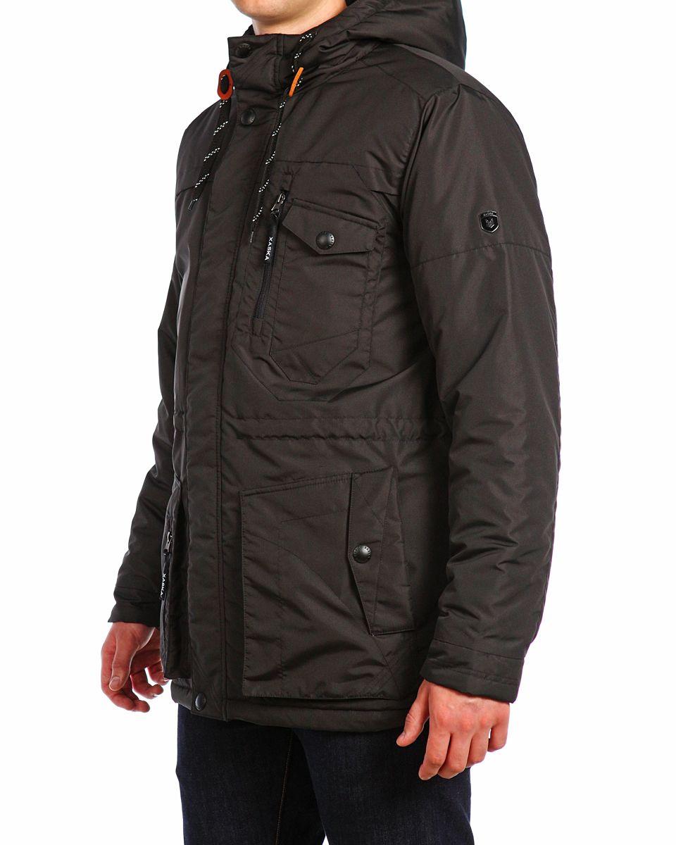 Куртка мужская Xaska, цвет: чеpный. 15510. Размер 5415510_BlackМужская куртка Xaska изготовлена из высококачественного полиэстера. В качестве утеплителя используется полиэстер. Куртка с несъемным капюшоном застегивается на застежку-молнию, а также дополнительно имеет ветрозащитную планку на кнопках. Капюшон оснащен текстильным шнурком со стопперами. Объем по низу и талии регулируется с помощью эластичного шнурка со стопперами. Спереди имеются пять карманов на застежках-молниях и кнопках, внутри расположены два кармана на застежках-молниях. На левом рукаве расположена небольшая металлическая пластина с названием бренда.