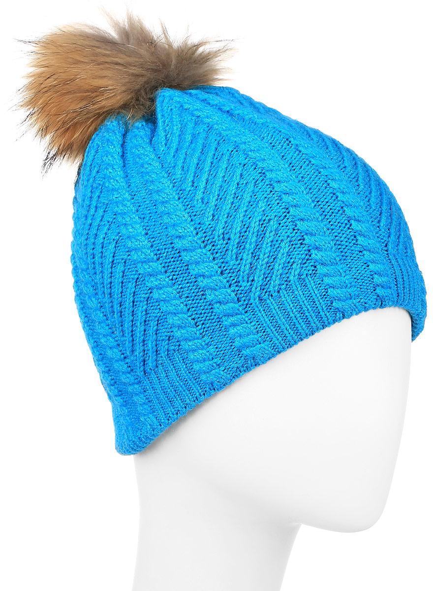 Шапка женская Finn Flare, цвет: голубой. W16-11135_914. Размер 56W16-11135_914Стильная женская шапка Finn Flare дополнит ваш наряд и не позволит вам замерзнуть в холодное время года. Шапка выполнена из высококачественной пряжи, что позволяет ей великолепно сохранять тепло и обеспечивать высокую эластичность и удобство посадки. Подкладка изготовлена из мягкого флиса. Модель оформлена брендовой металлической пластиной и дополнена помпоном из натурального меха.
