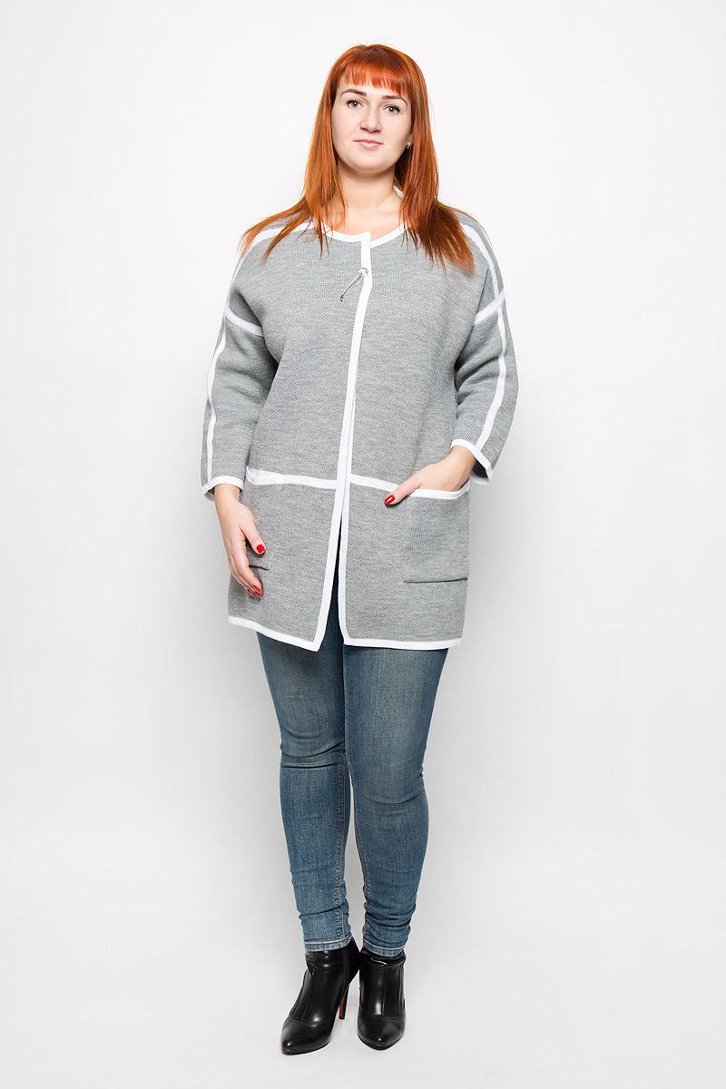 Кардиган946Стильный женский кардиган от Milana Style выполненный из качественной пряжи отлично дополнит ваш образ. Модель с круглым вырезом горловины и рукавами 7/8 дополнена съемной оригинальной застежкой-булавкой. Спереди кардиган имеет два накладных кармана.