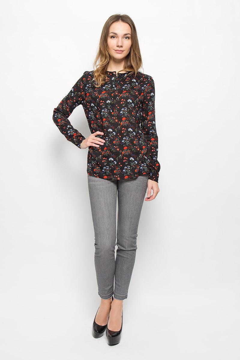 Блузка2032623.00.71_2999Женская блуза Tom Tailor Denim с длинными рукавами и круглым вырезом горловины выполнена из натуральной вискозы. Блузка имеет свободный крой и застегивается на пуговицы на груди. Модель оформлена красочным цветочным принтом и украшена декоративными складками на плечах.
