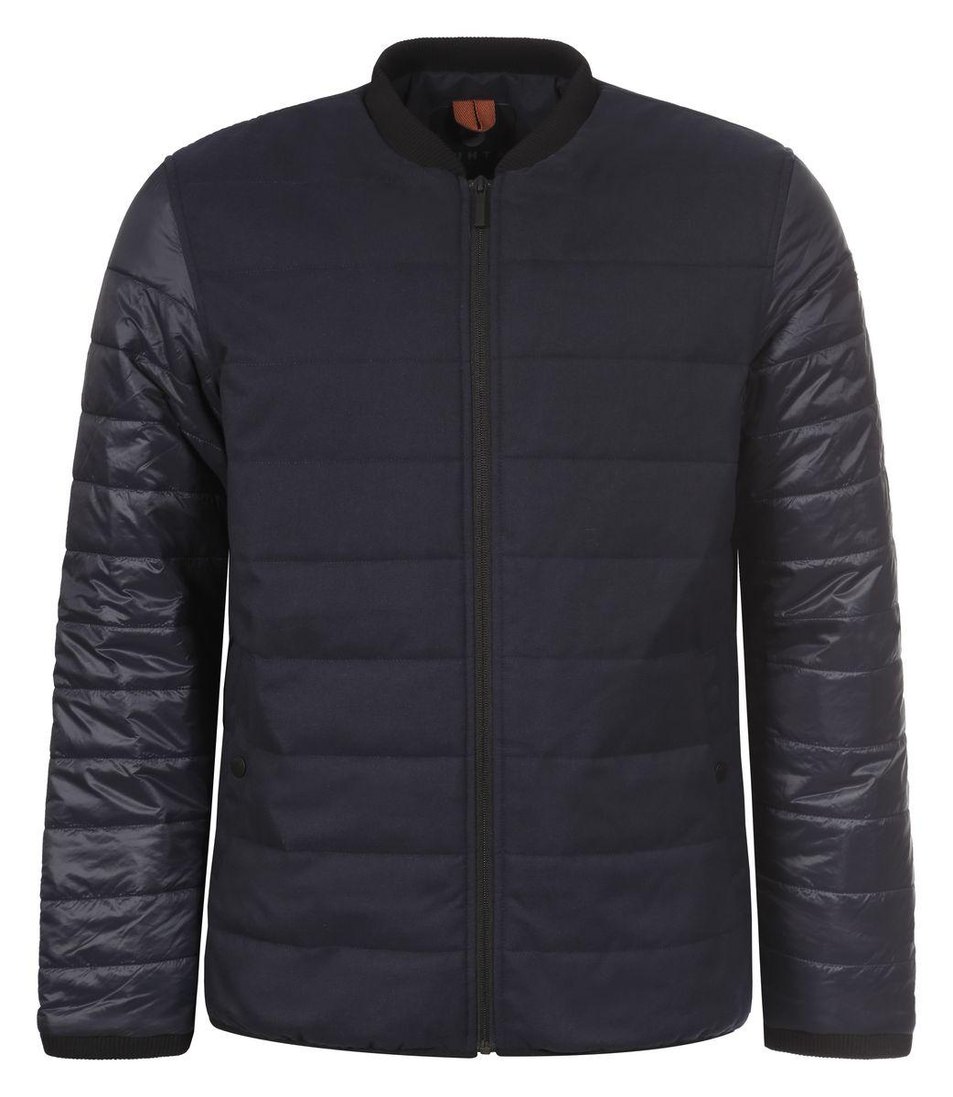 Куртка636557371LVМужская куртка Luhta Ossi с воротником-стойкой застегивается на застежку- молнию. Спереди куртка дополнена двумя прорезными карманами, застегивающимися на кнопки. Ворот куртки и манжеты рукавов дополнены эластичной трикотажной резинкой. Имеется внутренний прорезной карман застегивающийся на молнию.