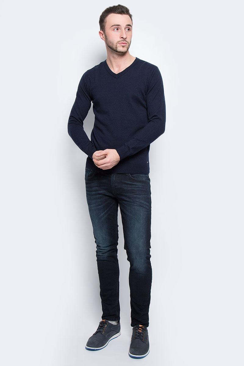 Джемпер3021417.00.10_6800Мужской джемпер Tom Tailor выполнен из хлопка и шерсти. Модель с V-образным вырезом горловины и длинными рукавами. Низ рукавов и низ изделия связаны резинкой. Модель оформлена фирменной нашивкой.