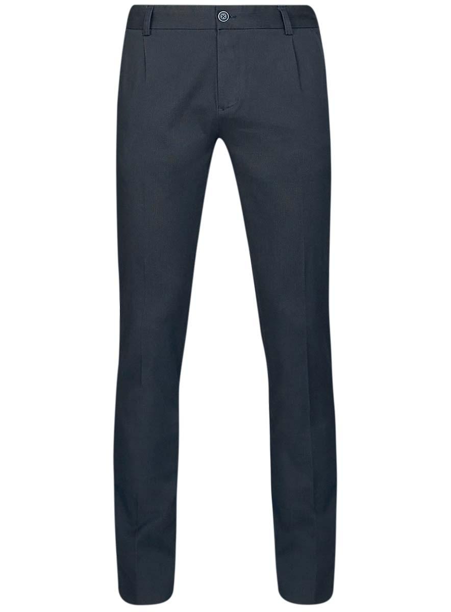 Брюки2L150089M/44499N/7910GМужские брюки oodji Lab выполнены из натурального хлопка с добавлением эластана. Модель- чинос застегивается на внутреннюю и внешнюю пуговицу в поясе, а также ширинку на молнии. Имеются шлевки для ремня. Спереди расположены два втачных кармана и один прорезной карманчик, сзади - два прорезных кармана на пуговицах.