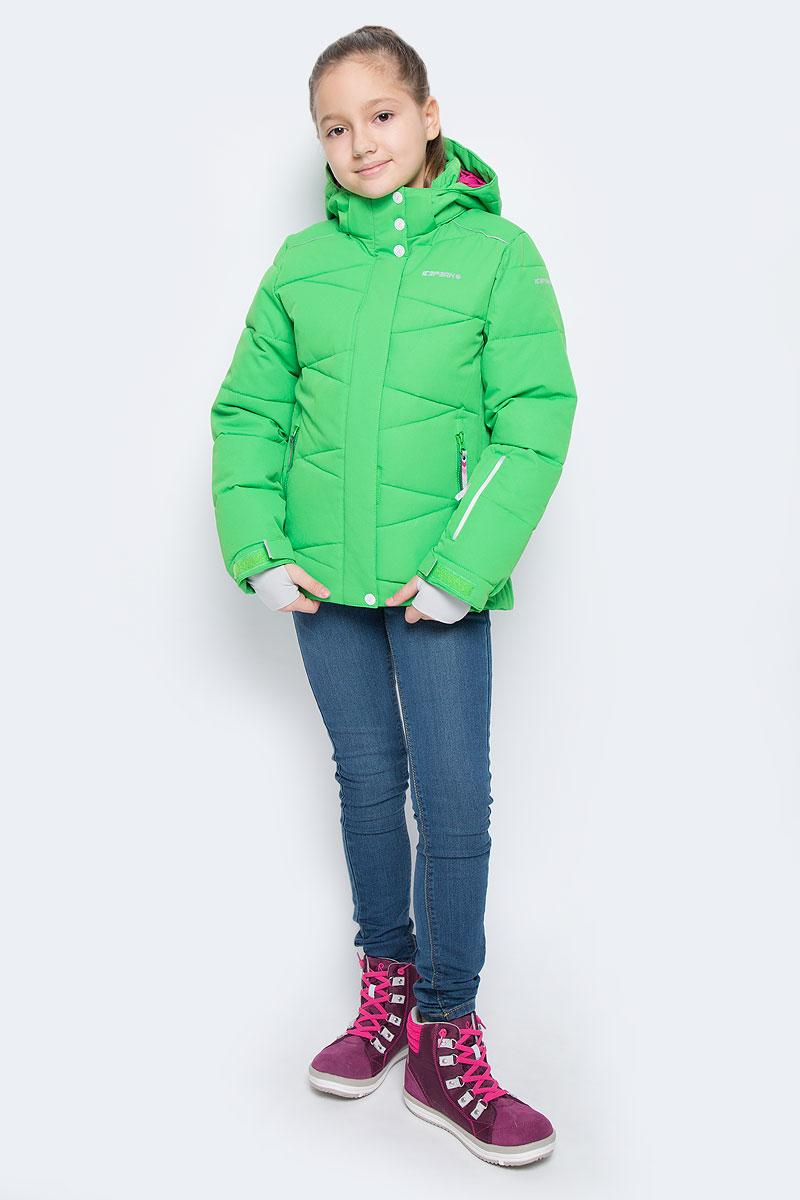 Куртка650022553IVКуртка для девочки Icepeak Nikki Jr выполнена из прочного текстиля с водонепроницаемой и воздухопроницаемой мембраной Icemax 10000/5000 г/м2 /24 ч, которая защищает от ветра и влаги даже в экстремальных условиях. Модель с капюшоном и воротником стойкой застегивается на молнию с защитой подбородка и дополнена двойным ветрозащитным клапаном на липучках. Капюшон пристегивается при помощи кнопок. Манжеты рукавов регулируются по ширине за счет хлястиков с липучками. Спереди модель дополнена двумя прорезными карманами на застежках-молниях, на рукаве имеется скрытый карман на молнии, с внутренней стороны расположен один накладной карман и один врезной карман на молнии. Куртка оснащена светоотражающими элементами. Водонепроницаемая мембрана 10000 mm.