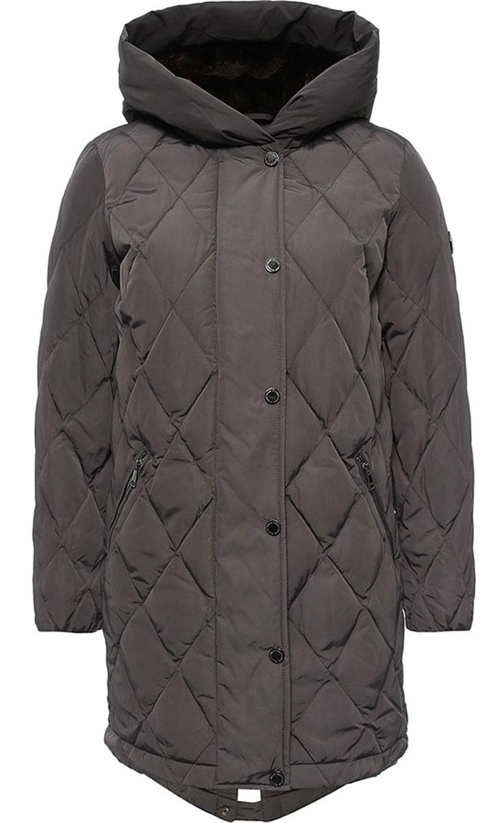 КурткаW16-32001_202Женская куртка Finn Flare выполнена из ветрозащитного и водостойкого материала с утеплителем из полиэстера. Модель с несъемным капюшоном застегивается на молнию с верхней ветрозащитной планкой на кнопках. Капюшон и верх куртки с внутренней стороны дополнены искусственным мехом. Спереди расположены два втачных кармана на застежках-молниях. Манжеты рукавов дополнены трикотажными напульсниками. Куртка украшена фирменной металлической пластиной с логотипом бренда.