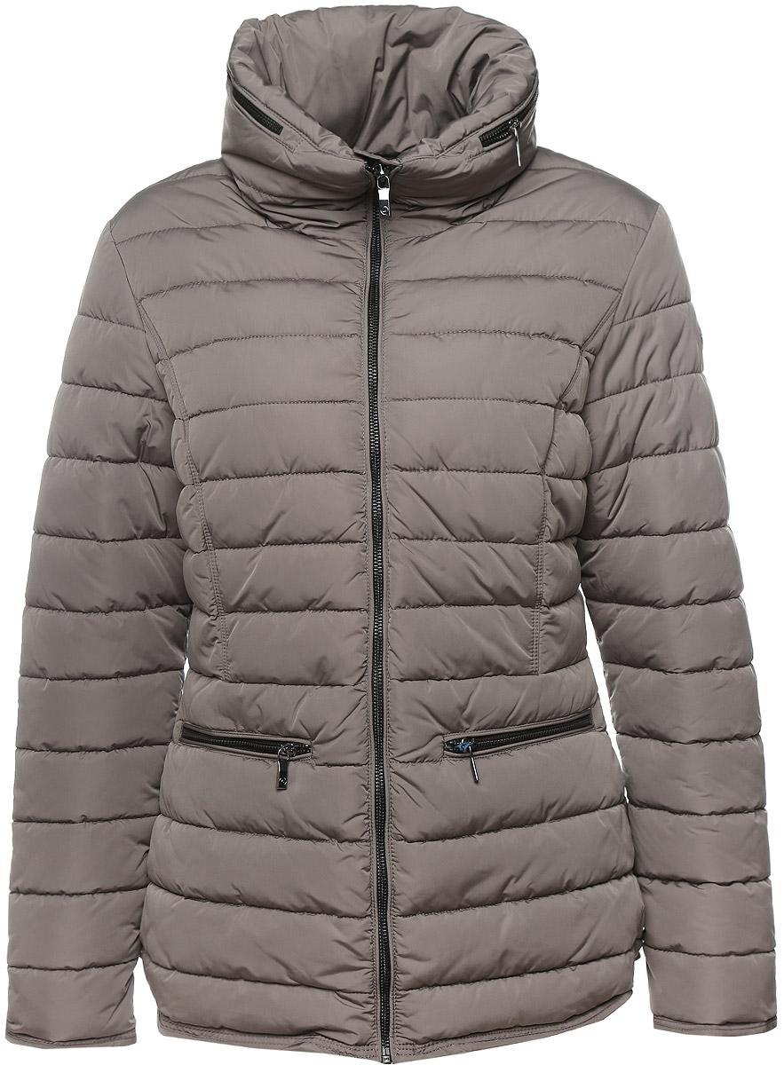 Куртка женская Luhta, цвет: серый. 636480396LV. Размер 40 (46)636480396LVУдобная женская куртка Luhta выполнена из высококачественного полиэстера. Такая модель отлично подойдет для прохладной погоды.Куртка стеганая с воротником стойкой застегивается на застежку-молнию с нижней защитной планкой. Воротник оформлен металлической змейкой по всей длине, которую можно расстегнуть и достать капюшон. Модель снаружи дополнена двумя втачными карманами на молниях и одним внутренним прорезным карманом на застежке-молнии.