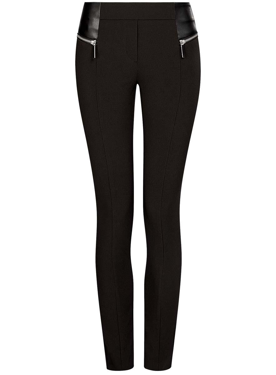 Брюки21707013/42250/2900NСтильные женские брюки oodji Collection изготовлены из качественного хлопка с добавлением эластана. Модель-слим со стандартной посадкой выполнена в лаконичном стиле. Брюки не имеют застежки и дополнены в поясе по спинке эластичной резинкой. Спереди изделие оформлено имитацией ширинки и стильными вставками из искусственной кожи с декоративными молниями.