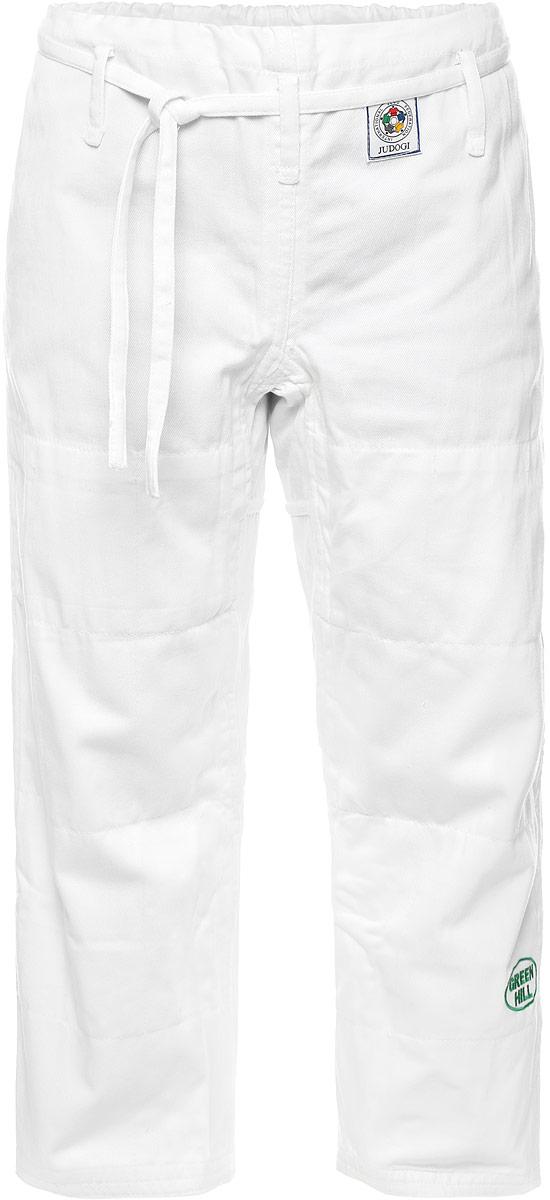 Кимоно для дзюдоJTOI-10800Просторные брюки для дзюдо Green Hill Olimpic на широком поясе и шнурком для фиксации. Изделие изготовлено из высококачественного хлопка с двойной усиливающей вставкой в области колен. Также добавленные вставки в пройме брюк обеспечивают их дополнительную прочность. Модель дополнена вышивкой с названием бренда. Плотность ткани: 600 г/м2.