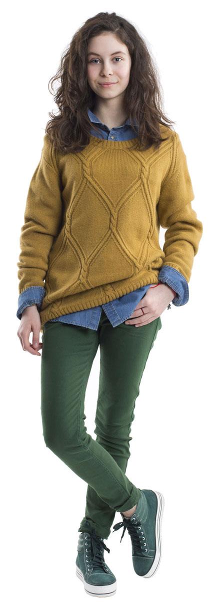 Джемпер21610GTC3101Джемпер для девочки Gulliver изготовлен из высококачественной комбинированной пряжи. Джемпер с длинными рукавами и круглым вырезом горловины превосходно тянется и отлично сидит. Горловина, манжеты рукавов и низ джемпера связаны резинкой. Джемпер объемным вязаным узором.