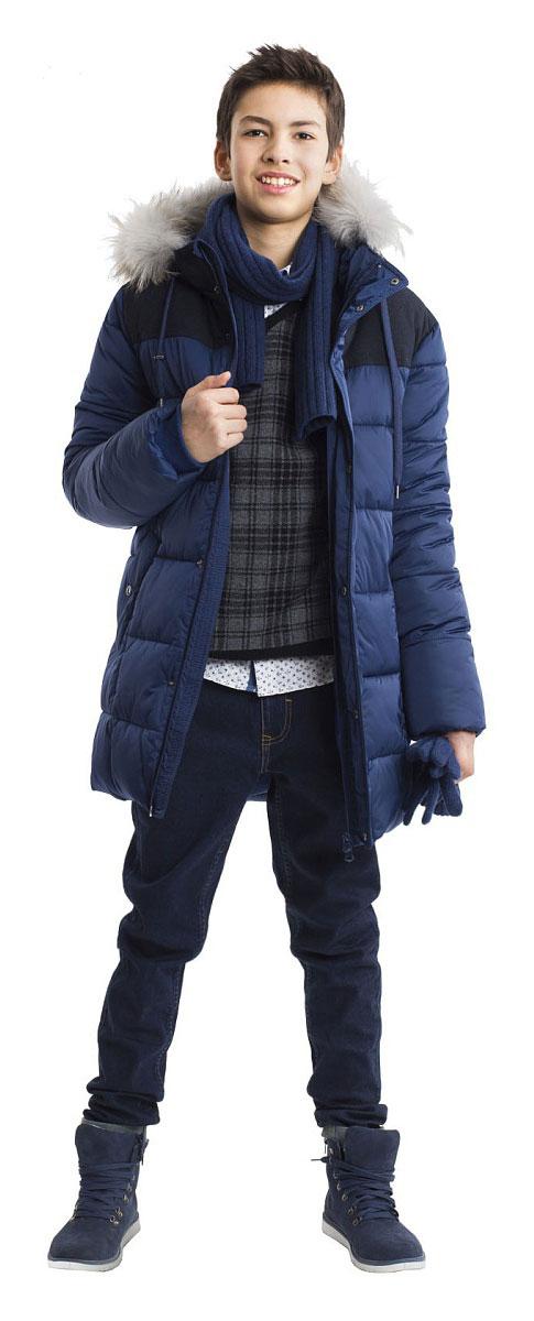 Пальто21611BTC4502Эта модель - образец того, какими должны быть зимние пуховики для мальчиков! Пальто на искусственном пуху - олицетворение уюта и комфорта! Модный силуэт, правильная длина, интересная комбинация плащевки и матового сукна делают пуховик ярким и привлекательным! Если вы решили купить теплое пальто для мальчика-подростка, это стильный пуховик - идеальный вариант для морозной зимы. Легкий, удобный, практичный, он надежно защитит ребенка от ветра и стужи.