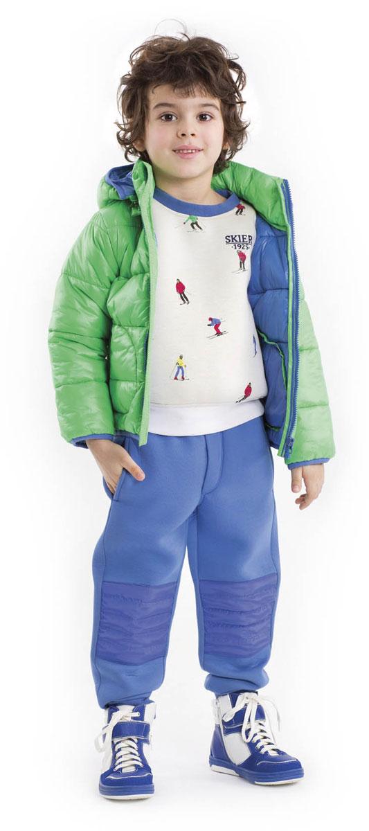 Свитшот21603BMC1602О, Спорт, ты - Мир! - именно эту фразу хочется произнести, глядя на этот замечательный свитшот! Он - образец того, какими должны быть модные детские свитшоты. Оригинальный рисунок ткани - энергичные разноцветные лыжники, спускающиеся с белоснежных гор, рождает самые лучшие ассоциации. Свитшот выполнен из мягкого уютного неопрена. Если вы решили купить свитшот, вам стоит обратить внимание на эту модель! Свежесть, динамика, оригинальность этой модели сделают образ ребенка интересным и запоминающимся.