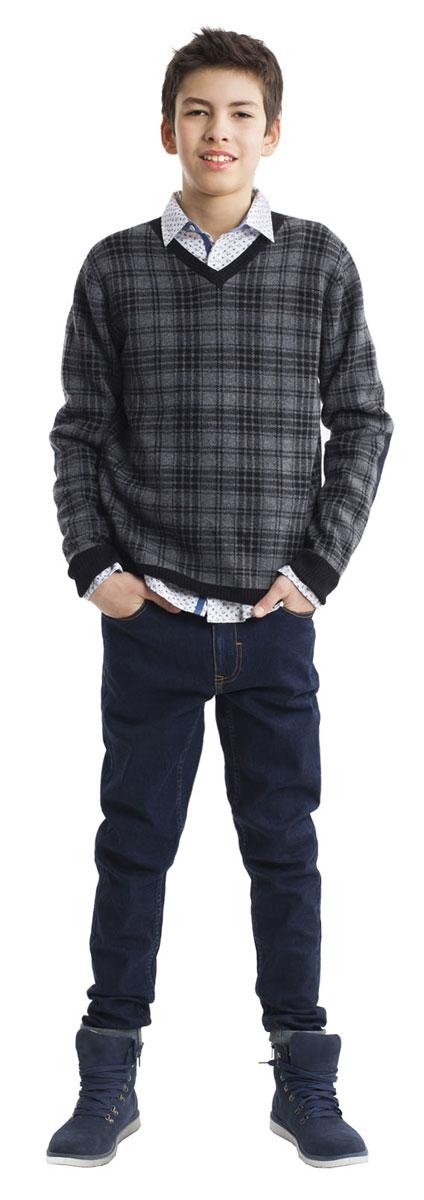 Джемпер для мальчика Gulliver, цвет: серый, черный. 21611BTC3101. Размер 16421611BTC3101Шикарный джемпер в крупную, но не броскую клетку - оригинальный элемент осеннего мальчикового гардероба. Прекрасный состав пряжи делает джемпер мягким, легким, приятным на ощупь. Если вы хотите купить джемпер, порадуйте подростка необычной моделью. Уют, тепло и хорошее настроение гарантированно!