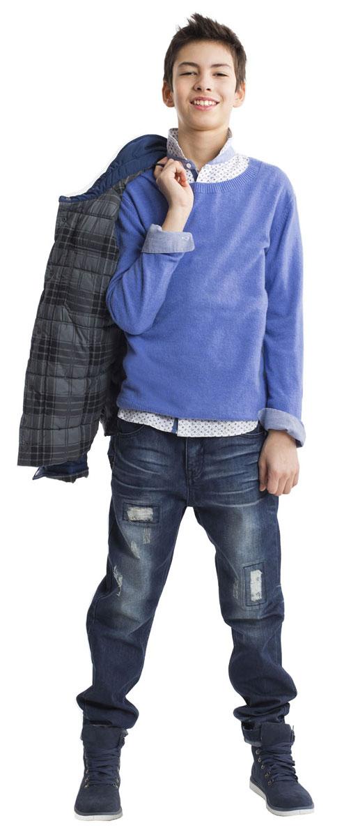 Джинсы21611BTC6301Модные джинсы для мальчика - вещь совершенно необходимая! Они подарят 100% комфорт и сделают образ стильным и современным. Джинсы с варкой, потертостями, повреждениями и фирменной металлической фурнитурой будут лучшим подарком для стильного мальчика-подростка. Если вы решили купить джинсы, остановите свой выбор на этой модели и ребенок, наверняка, это оценит.