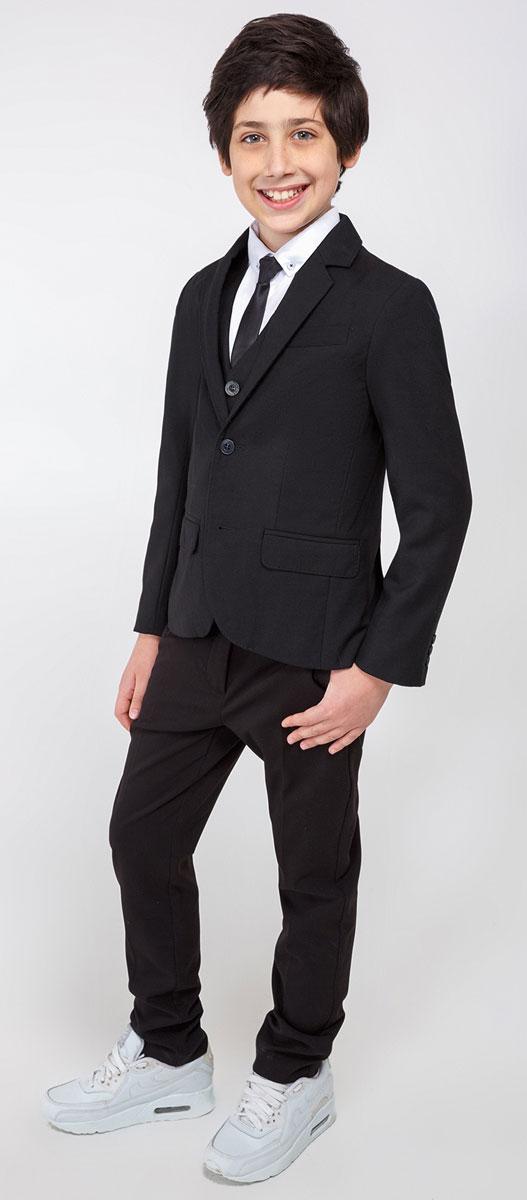 Пиджак для мальчика Acoola Herts, цвет: черный. 20110130052_100. Размер 16420110130052_100Пиджак для мальчика Acoola Herts изготовлен из высококачественного материала. Модель с воротником с лацканами и длинными рукавами застегивается на две пуговицы. Манжеты рукавов дополнены декоративными пуговицами. Пиджак имеет два кармана и нагрудный кармашек.
