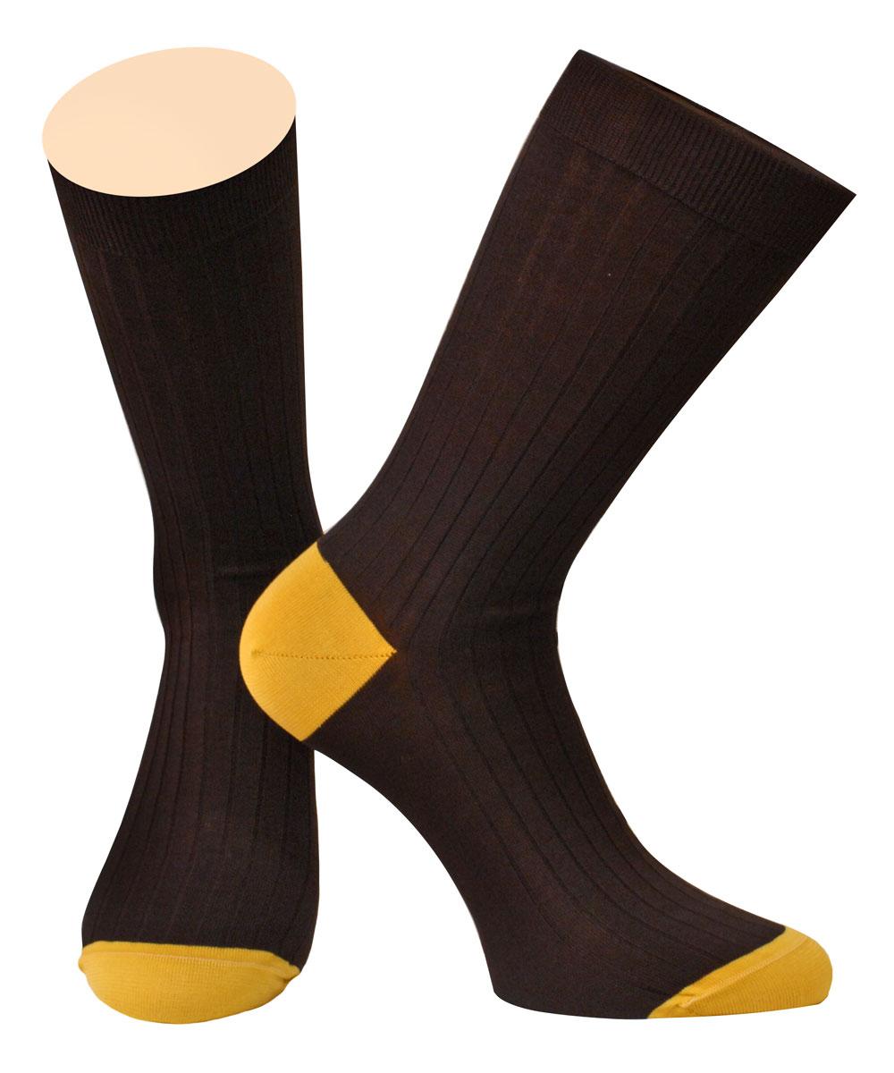 Носки мужские Collonil, цвет: коричневый, желтый. 2-95/62. Размер 42/432-95/62Мужские носки Collonil изготовлены из 100% мерсеризованного хлопка, который обеспечивает великолепную посадку на ноге. Материал изделия тактильно приятный, позволяет коже дышать.Удлиненная широкая резинка не сдавливает и комфортно облегает ногу. Модель оформлена полосками по всему мысу и паголенку изделия.Удобные хлопковые носки станут отличным дополнением к вашему гардеробу.