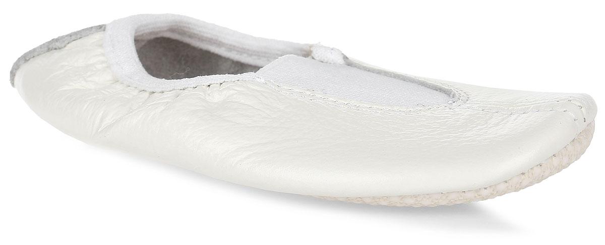 Чешки для девочки Котофей, цвет: молочный. 212002-01. Размер 23212002-01Чешки Котофей выполнены из натуральной кожи и оформлены прострочкой. Подъем дополнен эластичной резинкой, которая обеспечит фиксацию. Подкладка выполнена из натуральной кожи, комфортной при движении. Вкладная стелька из хлопка пристрочена к заготовке верха вместе с подошвой, благодаря чему не собирается и не скользит. Подошва выполнена из кирзы с рельефной поверхностью, что гарантирует отличное сцепление с любой поверхностью.