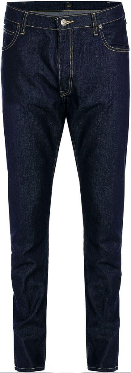 ДжинсыL719DXFSМужские джинсы Lee Luke выполнены из высококачественного эластичного хлопка. Джинсы-слим стандартной посадки застегиваются на пуговицу в поясе и ширинку на застежке-молнии, дополнены шлевками для ремня. Джинсы имеют классический пятикарманный крой: спереди модель дополнена двумя втачными карманами и одним маленьким накладным кармашком, а сзади - двумя накладными карманами. Джинсы украшены контрастной отстрочкой.