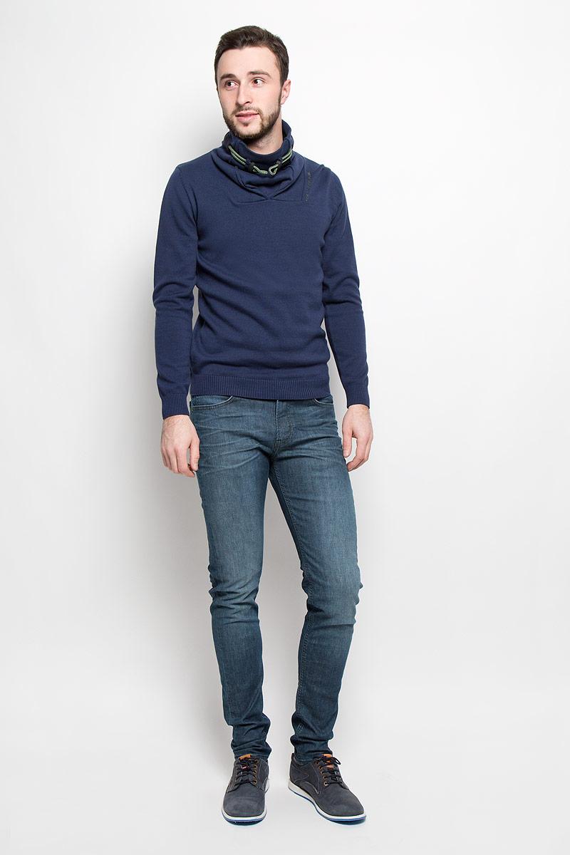 ДжинсыL732QADJСтильные мужские джинсы изготовлены из эластичного хлопка. Джинсы-слим средней посадки застегиваются на пуговицу в поясе и ширинку на молнии. На поясе имеются шлевки для ремня. Спереди модель дополнена двумя втачными карманами и одним небольшим накладным кармашком, а сзади - двумя накладными карманами.
