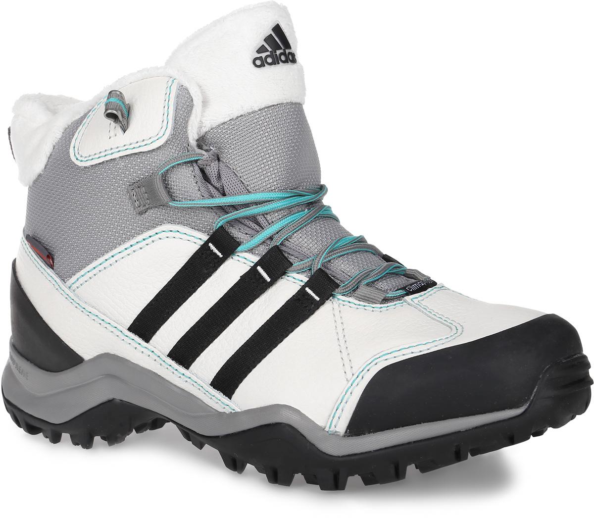 БотинкиM17332Женские ботинки от adidas Winter Hiker II CP PL займут достойное место в вашем гардеробе. Модель выполнена из комбинации прочного сетчатого текстиля, искусственной кожи и других искусственных материалов. Верх изделия оформлен шнуровкой, которая надежно фиксирует обувь на ноге. Ботинки с закругленным мыском внутри выполнены из текстиля с верхней частью из искусственного меха. Утеплитель Primaloft предназначен для максимального тепла, защиты от влаги и комфорта. Стелька исполнена из текстиля. По бокам обувь декорирована тремя фирменными полосками, а на заднике и мыске тиснением в виде логотипа бренда. Уникальный дизайн в сочетании с технологией Adiprene, в промежуточной части подошвы, служит для дополнительной амортизации и смягчения ударных нагрузок. Задняя часть кроссовок дополнена ярлычком для более удобного надевания обуви. Подошва с рельефом Traxion, изготовленная из гибкой резины, обеспечит прочное сцепление с любой поверхностью.