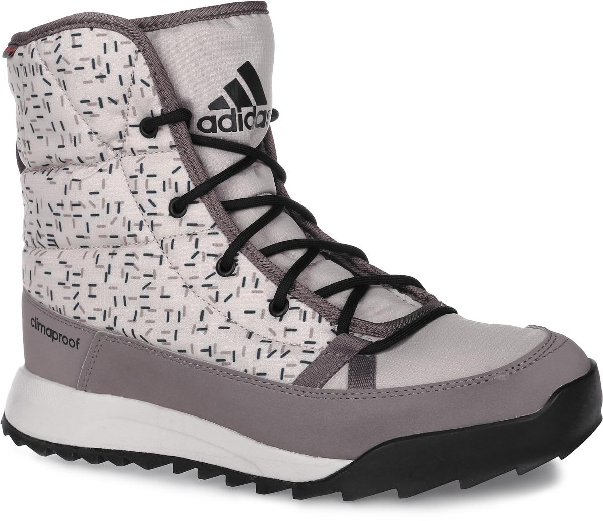 БотинкиAQ2024Женские туристические ботинки CW Choleah Padded C от adidas, выполненные из водонепроницаемого материала Climaproof с утеплителем PrimaLoft сохранят ваши ноги в тепле и сухости на заснеженных тропах и холодных улицах. Высокотехнологичный синтетический наполнитель PrimaLoft продолжает греть даже во влажном состоянии. Текстильный верх с геометрическим принтом и дизайн адаптирован под особенности женской стопы. Модель дополнена вставками из синтетических материалов для износостойкости. Резиновая подошва Traxion с глубоким протектором для оптимального сцепления сохраняет свои свойства в течение долгого времени.