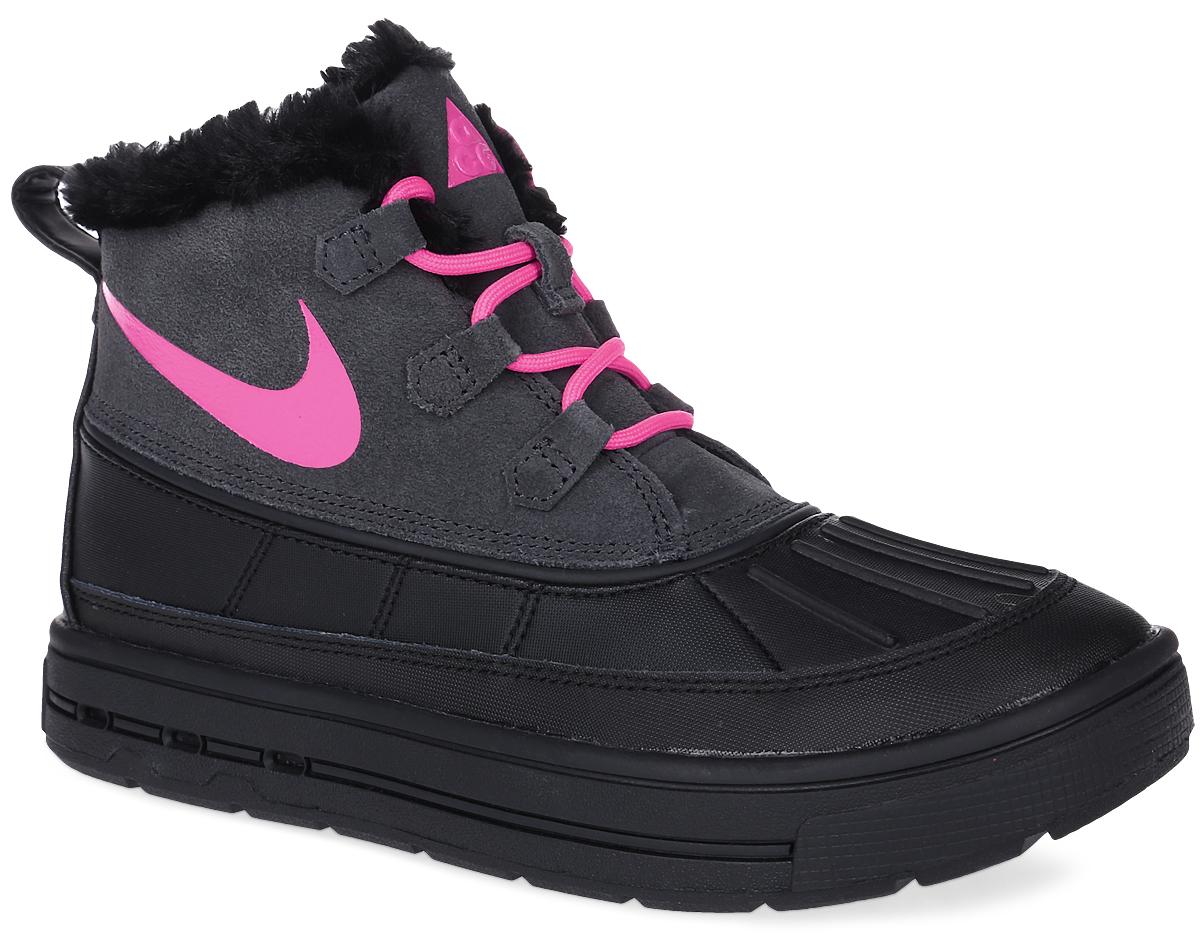 Ботинки детские Nike Woodside Chukka 2 (GS), цвет: черный, ярко-розовый. 859425-001. Размер 6 (38)859425-001Ботинки Nike Woodside Chukka 2 выполнены из сочетания искусственной и натуральной кожи, дополнена резиновой вставкой. Подкладка изготовлена из искусственного меха. Модель на шнуровке. Вставка phylon по всей длине подошвы обеспечивают мягкую амортизацию. Резиновая подошва оснащена протектором.