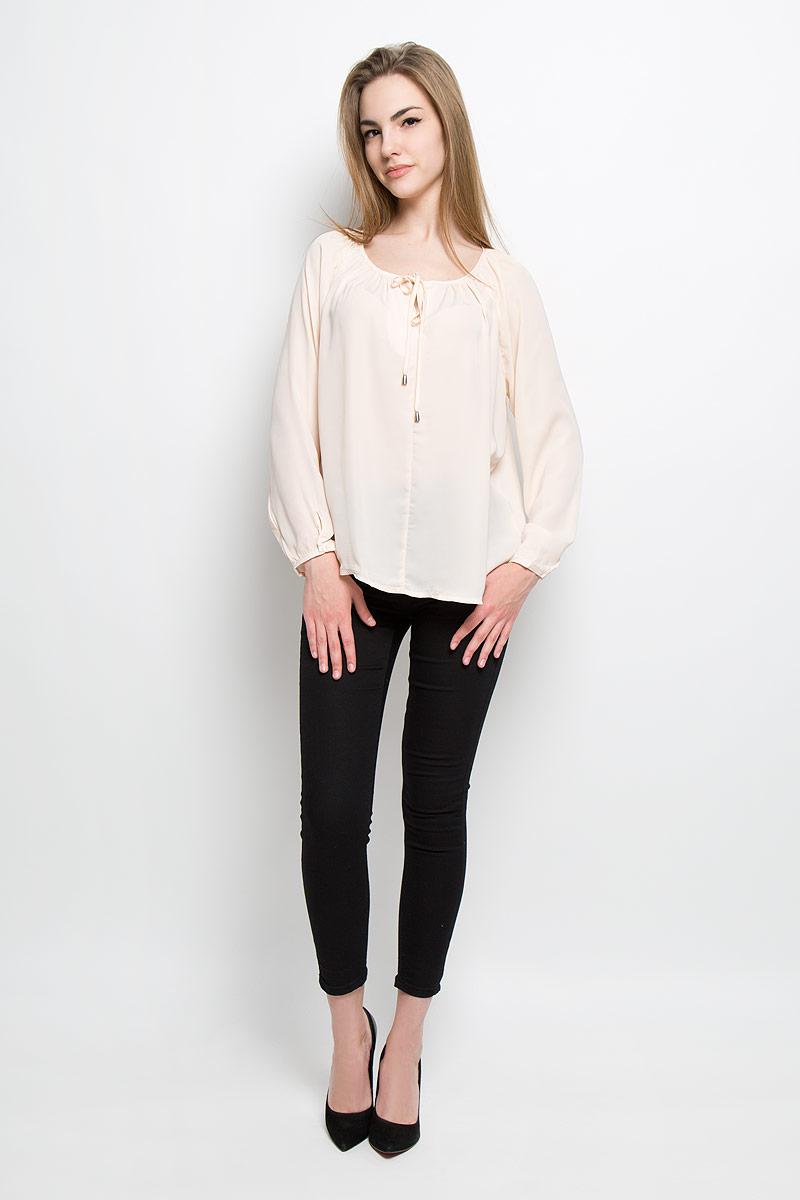 Блузка10156911_055Женская блузка Broadway Talika выполнена из 100% полиэстера. Модель с круглым вырезом горловины и рукавами-реглан. Низ рукавов обработан тонкими манжетами на пуговицах. По горловине модель дополнена небольшим разрезом и имеет тонкие завязки, которые можно завязать оригинальным бантом. Блузка спереди и сзади оформлена сборками.