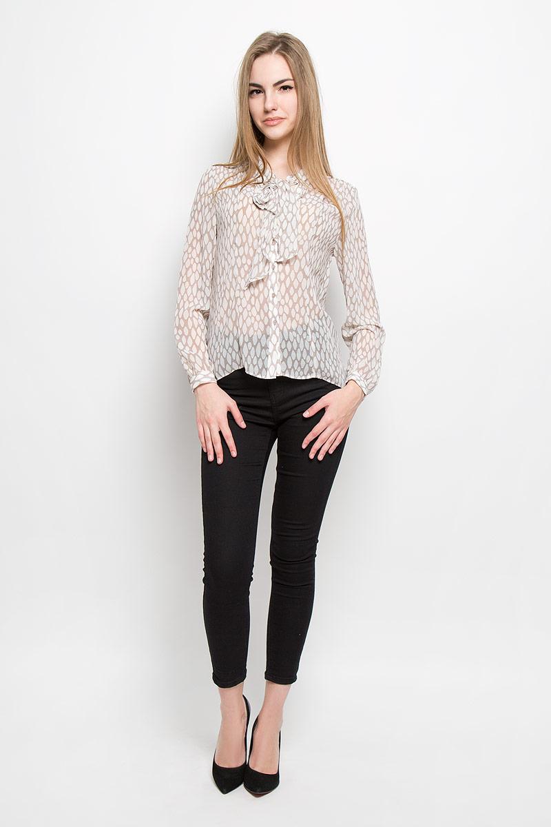 Блузка10156964_055Женская блуза Broadway Thelma с длинными рукавами и воротником-аскот выполнена из полиэстера. Блузка имеет свободный крой и застегивается на пуговицы спереди. Манжеты рукавов также застегиваются на пуговицы. Блузка оформлена оригинальным контрастным принтом.