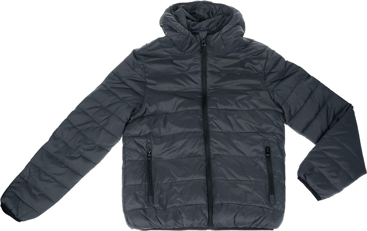 Куртка20100462_56HМужская куртка Broadway Patrick с длинными рукавами и несъемным капюшоном на застежке-молнии и кнопках выполнена из полиамида. Наполнитель - синтепон. Куртка застегивается на застежку- молнию спереди. Изделие оснащено двумя втачными карманами на молниях, двумя открытыми накладными карманами и двумя втачными карманами на застежках-молниях спереди. Манжеты рукавов дополнены узкими эластичными резинками.