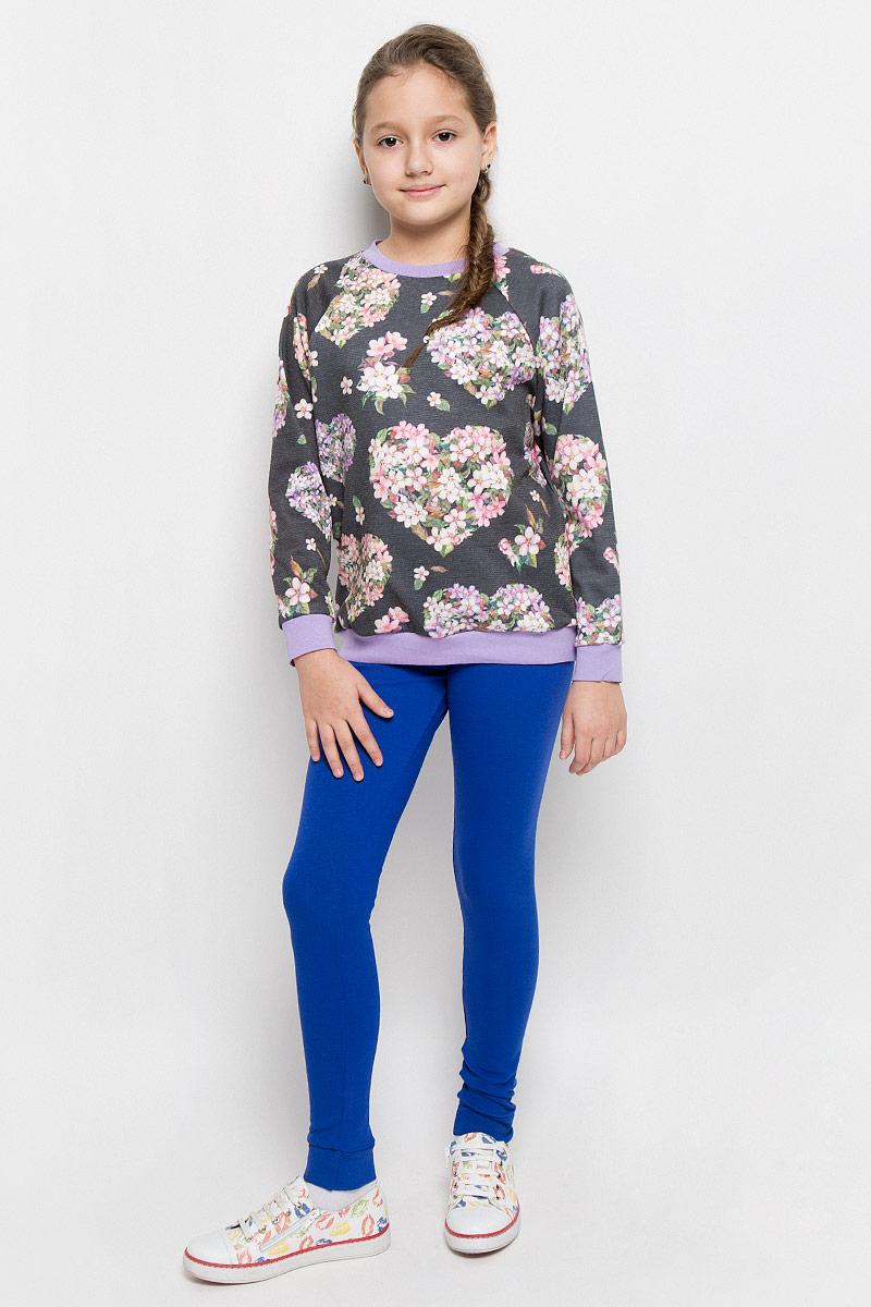 СвитшотWJK26056S-77Стильный свитшот M&D для девочки выполнен из сочетания хлопка и полиэстера. Модель с круглым вырезом горловины и длинными рукавами-реглан. Свитшот оформлен ярким цветочным принтом. Низ, горловина и манжеты рукавов оформлены трикотажной бейкой.