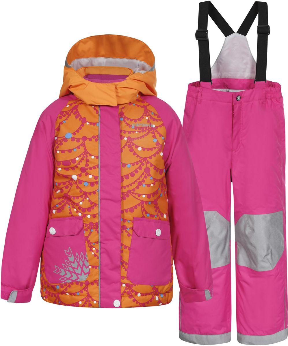 Комплект верхней одежды652102502IV_390Комплект для девочки Icepeak Jody Kd выполнен из 100% полиэстера и состоит из куртки и брюк. В качестве подкладки и утеплителя также используется 100% полиэстер. Ткань изготовлена с применением технологии ICEMAX, с водонепроницаемой и воздухопроницаемой мембраной 5000мм/2000 г/м2 /24 ч, которая защищает от ветра и влаги даже в экстремальных условиях. Брюки застегиваются на молнию и пуговицу. Подкладка брюк выполнена из гладкой ткани. Изделие дополнено эластичными наплечными лямками, регулируемыми по длине. На талии по бокам предусмотрена широкая эластичная резинка. Снизу брючин предусмотрены муфты с прорезиненными полосками, препятствующие попаданию снега в обувь и не дающие брючинам задираться вверх. Куртка со съемным капюшоном и воротником-стойкой застегивается на пластиковую застежку-молнию с защитой для подбородка и дополнительно имеет ветрозащитную планку на липучках и кнопках. Капюшон пристегивается при помощи кнопок. Манжеты рукавов дополнены...