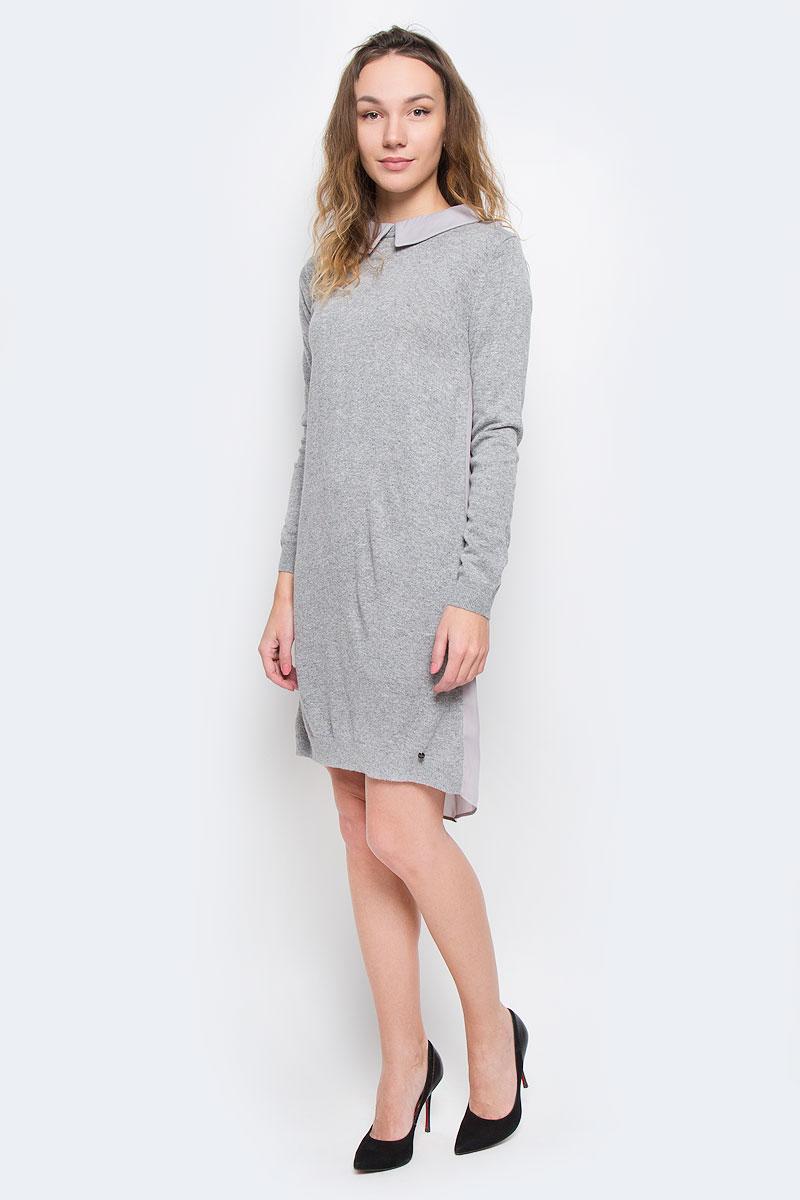 ПлатьеW16-171110_205Красивое платье Finn Flare изготовлено из акрила с добавлением нейлона и ангоры. Модель с отложным воротником и длинными рукавами, застегивается по спинке на молнию. Спинка модели немного удлинена и выполнена из 100% полиэстера.