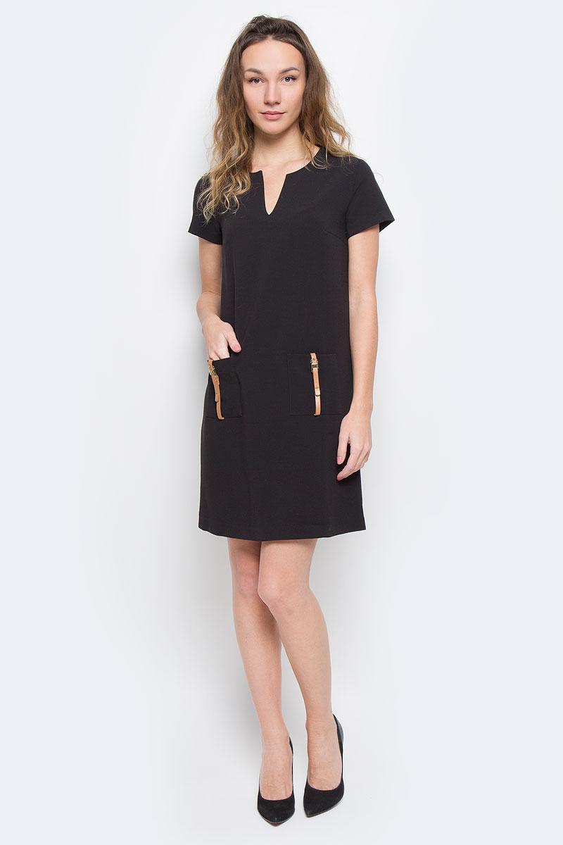 ПлатьеB455524Элегантное платье Baon лаконичного дизайна, выполненное из высококачественного плотного материала, займет достойное место в вашем гардеробе. Модель А-силуэта будет уместна в любой ситуации, требующей от вас выглядеть сдержанно и стильно. Изделие застегивается на скрытую пластиковую молнию на спинке. Платье с короткими рукавами и круглым вырезом с V-образным углублением в зоне декольте на груди дополнено вытачками. Спереди модель украшена двумя накладными карманами с декором в виде ремешков с золотистыми пряжками. Это модное и в тоже время комфортное платье послужит отличным дополнением к вашему гардеробу. В таком платье можно отправиться как на работу, так и на встречу с друзьями.