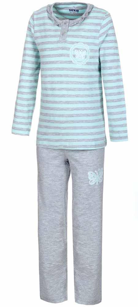 ПижамаN9019165Мягкая пижама для девочки Baykar, состоящая из футболки с длинным рукавом и брюк выполнена из хлопка с добавлением эластана. Футболка с круглым вырезом горловины и длинными рукавами спереди застегивается на пуговицы. Брюки на талии имеют мягкую резинку, благодаря чему они не сдавливают животик ребенка и не сползают. Футболка оформлена принтом в полоску, брюки и футболка декорированы термоаппликацией в виде бабочки.