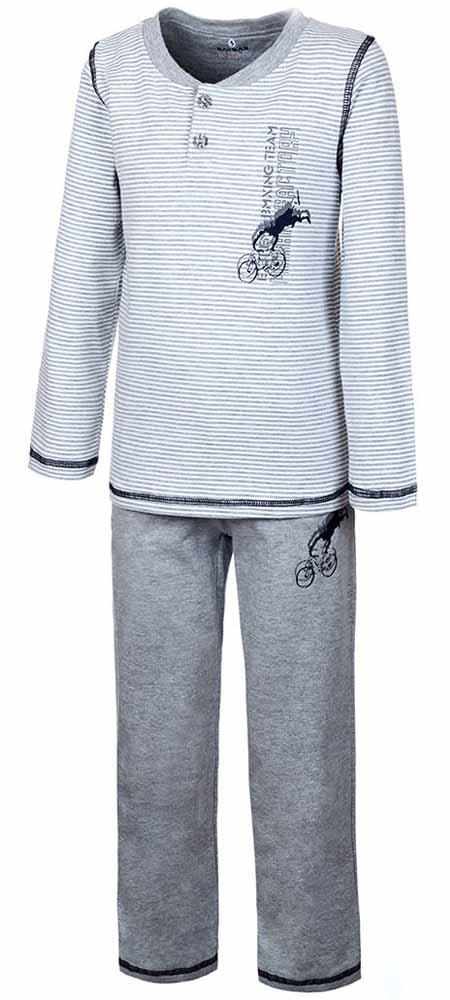 ПижамаN9051160Пижама для мальчика Baykar включает в себя футболку с длинным рукавом и брюки. Пижама изготовлена из эластичного хлопка. Футболка с длинными рукавами и круглым вырезом горловины застегивается на 2 пуговицы на груди. Модель оформлена принтом в полоску и дополнена изображением велосипедиста. Свободные брюки с широкой эластичной резинкой на поясе дополнены двумя втачными карманами и имеют комфортные эластичные швы. Изделие украшено небольшим принтом с изображением велосипедиста, исполняющего трюк.