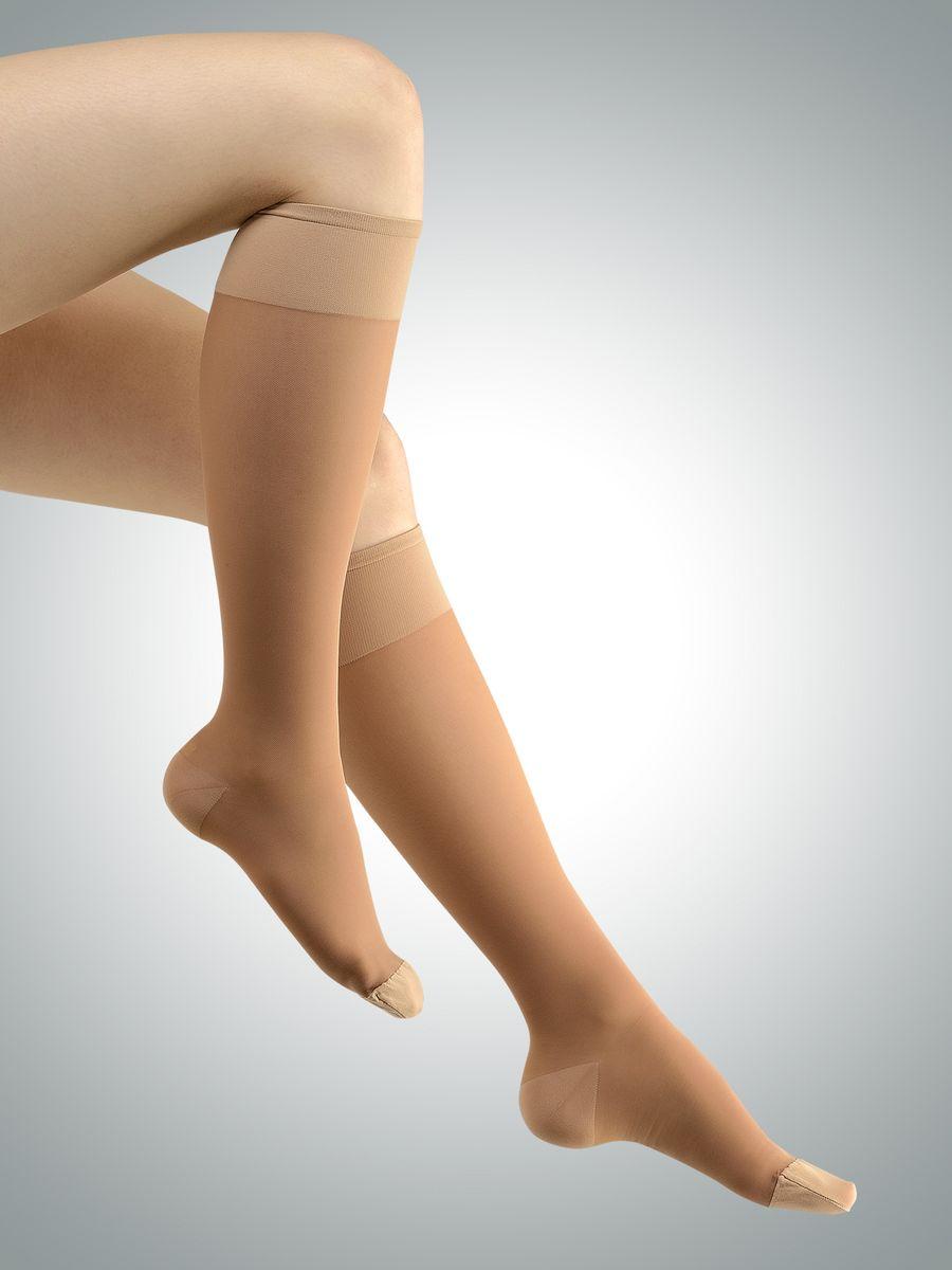 Гольфы217-8001_longПлотные антиварикозные компрессионные гольфы Avicenum 140 относятся к первому классу компрессии, являются эффективным помощником в борьбе с варикозной болезнью на ранних этапах, а также снижают усталость и отек ног. Компрессионные гольфы обогащены микрокапсулами с активными компонентами Skintex AHL(Anti -Heavy-Legs), внутри которых содержится регенерирующий сбалансированный комплекс натуральных экстрактов грейпфрута, лимона, мяты и тимьяна, которые благоприятно влияют на кожу ног и дарят приятный аромат. Плотные пятка и носок обеспечивают износостойкость изделия, но при этом отлично пропускают воздух. ПОКАЗАНИЯ: · Ретикулярный варикоз · Телеангиэктазии - сосудистые звездочки · Функциональные флебопатии (ночные судороги, отеки, боли, чувство распирания) · Синдром тяжелых ног · Преходящий отек · Длительные путешествия и перелеты. Класс компрессии: I (18-21 мм рт. ст.).