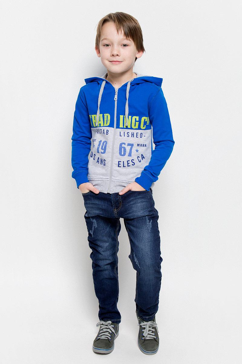 Джинсы206333Стильные джинсы для мальчика Sweet Berry изготовлены из эластичного хлопка. Джинсы дополнены мягкой флисовой подкладкой. Модель слегка заужена к низу. Джинсы застегиваются на пуговицу и имеют ширинку на застежке-молнии. На изделии предусмотрены шлевки для ремня. Регулировка в поясе на эластичной тесьме с пуговицами обеспечит идеальную посадку по фигуре. Спереди расположены два втачных кармана и один маленький накладной, сзади - два накладных. Модель оформлена модными потертостями.