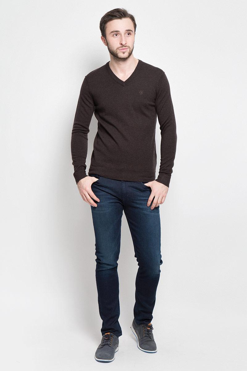 Пуловер мужской Marc OPolo, цвет: коричневый. 506060180_788. Размер M (46)506060180_788Стильный мужской пуловер Marc OPolo, выполненный из высококачественной теплой шерсти, приятный на ощупь, не сковывает движения, обеспечивая наибольший комфорт. Модель с V-образным вырезом горловины и длинными рукавами спереди декорирована вышитым логотипом бренда. Вырез горловины связан широкой трикотажной резинкой.