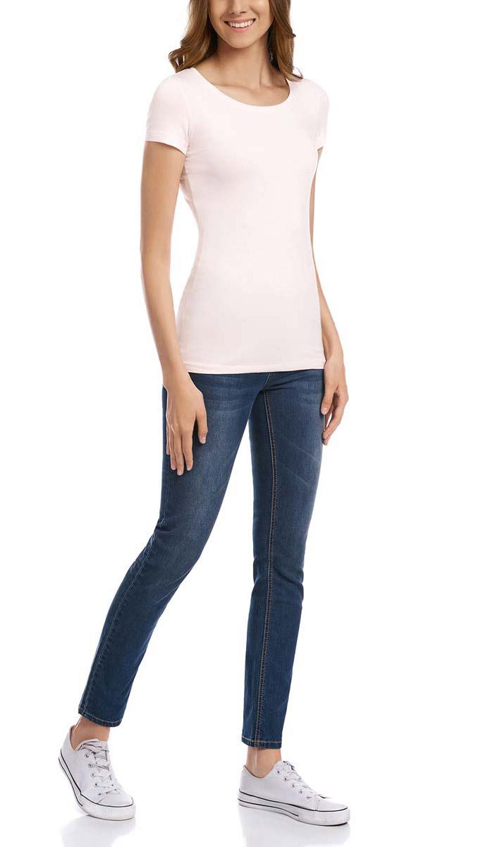 Футболка14701005-7B/35918/1000NОднотонная женская футболка oodji Ultra выполнена из хлопка с добавлением эластана. Модель с круглым вырезом горловины и стандартными короткими рукавами.