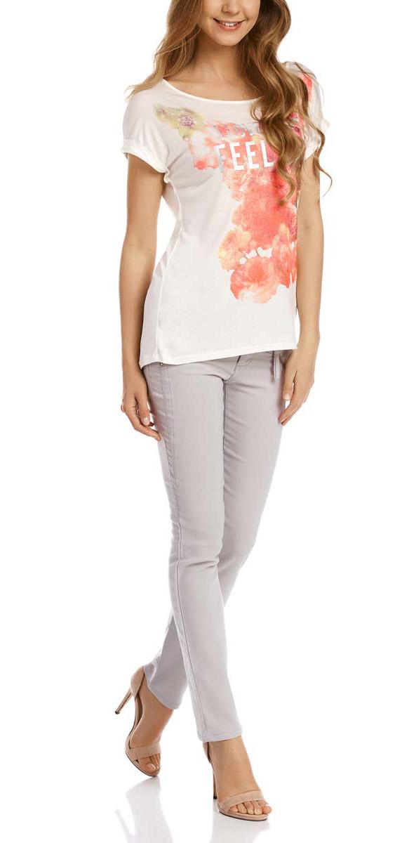 Футболка14708006-1/45471/1045PСтильная женская футболка oodji Ultra выполнена из качественной вискозы. Модель с круглым вырезом горловины и короткими цельнокроеными рукавами оформлена цветочным принтом с надписями.