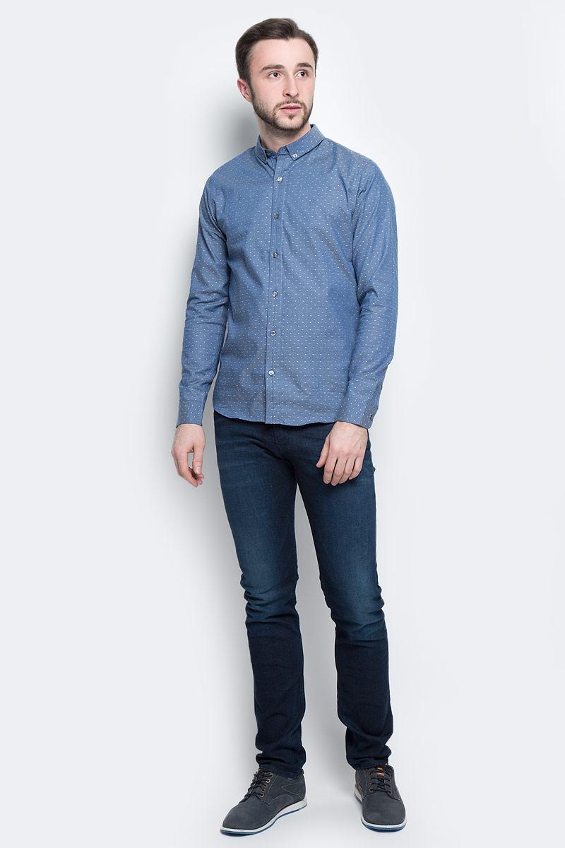РубашкаJ30J301243_4770Классическая мужская рубашка Calvin Klein Jeans выполнена из натурального хлопка с добавлением эластана. Модель с отложным воротником застегивается спереди по всей длине на пуговицы, манжеты рукавов также имеют застежки-пуговицы. Оформлена рубашка принтом в мелкий горох и дополнена вышитым логотипом бренда.