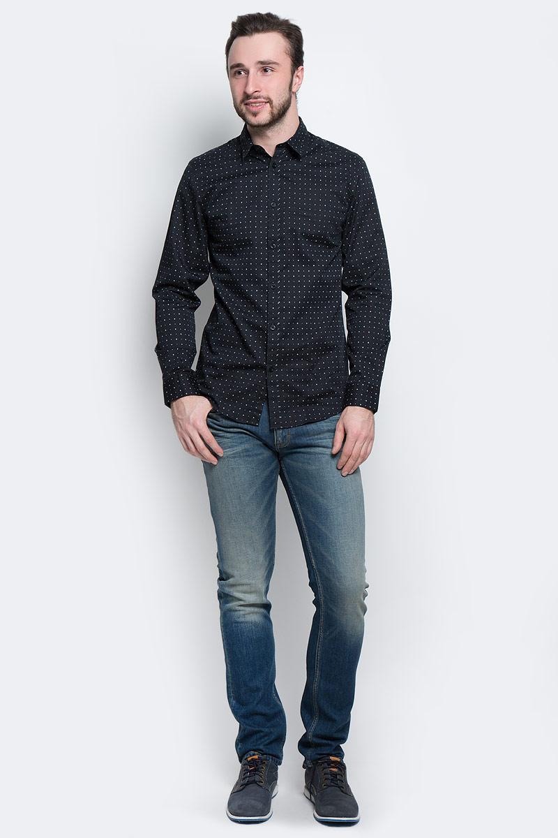 Рубашка мужская Selected Homme, цвет: черный. 16053266. Размер M (46)16053266_Jet BlackМужская рубашка Selected Homme выполнена из натурального хлопка. Рубашка slim fit с длинными рукавами и отложным воротником застегивается на пуговицы. Манжеты рукавов также застегиваются на пуговицы. Рубашка оформлена мелким контрастным принтом.