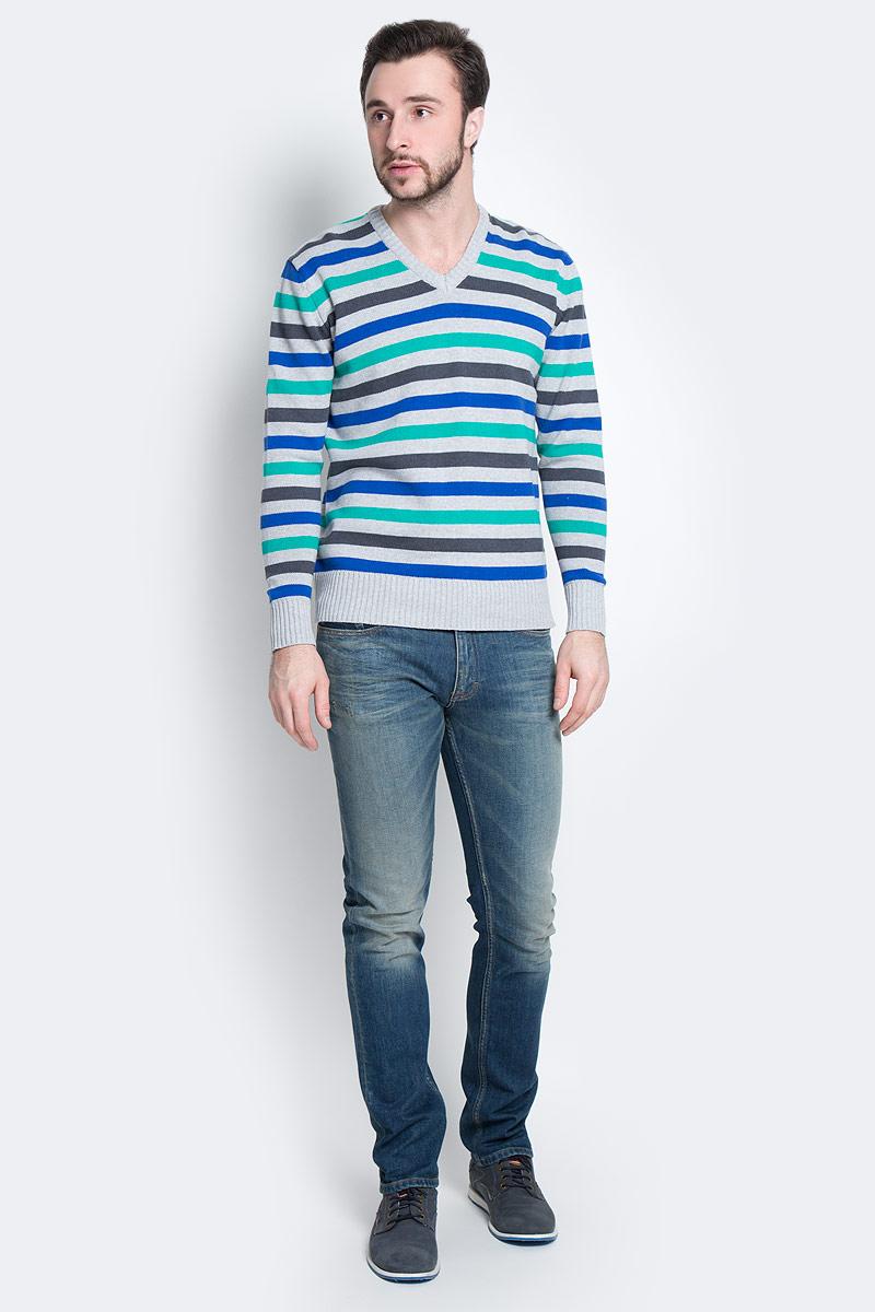 ПуловерА600090417Мужской пуловер D&H Basic изготовлен из натуральной хлопковой пряжи. Модель с V-образным вырезом горловины и длинными рукавами оформлена полосками. Манжеты и низ изделия связаны резинкой.