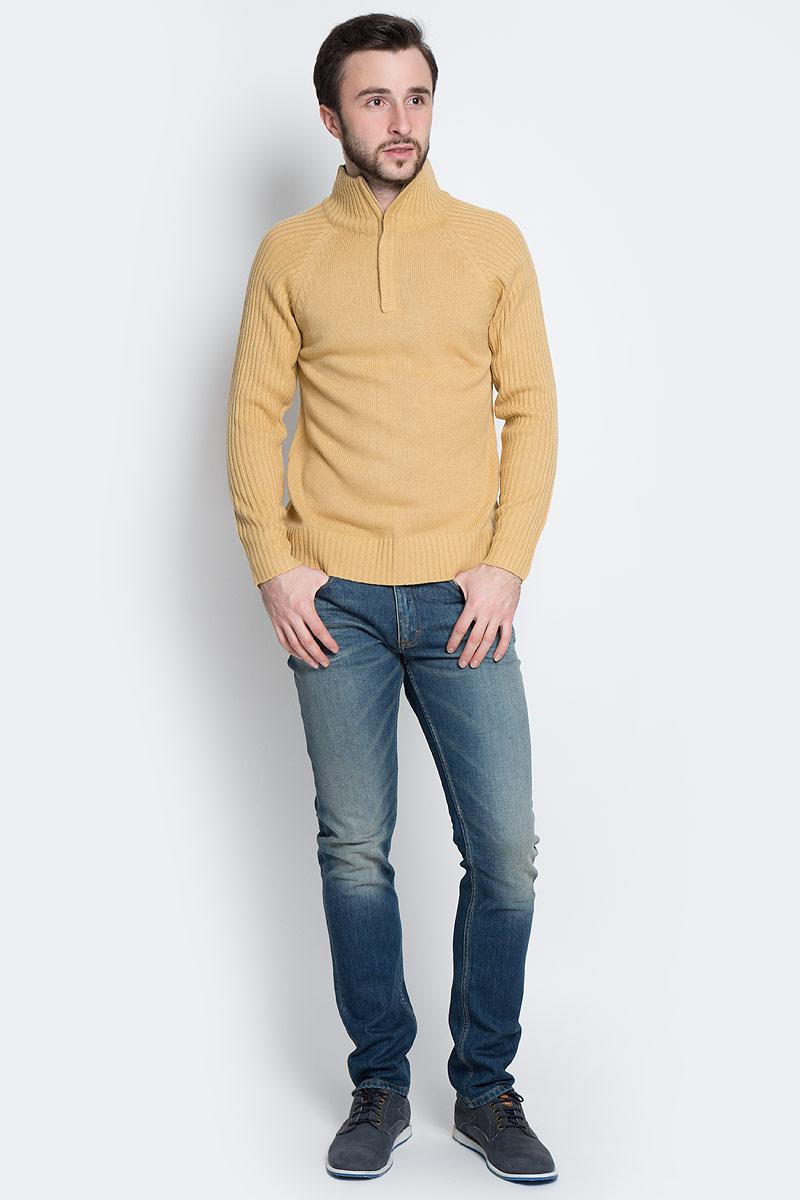 СвитерА90003Мужской свитер Epic Hero выполнен из мягкой акриловой пряжи. Свитер с воротником-стойкой и длинными рукавами-реглан застегивается на небольшую молнию.