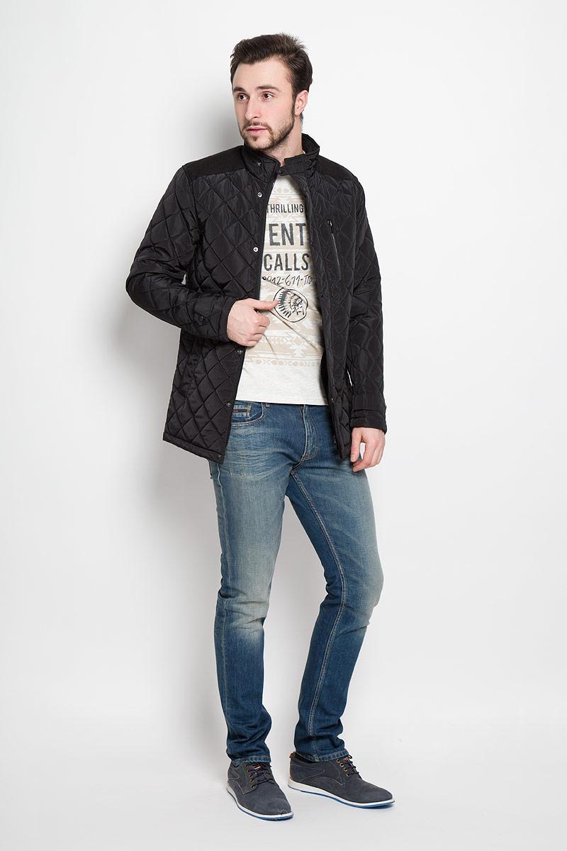 КурткаSKD0138CAСтильная мужская куртка Top Secret изготовлена из высококачественного полиэстера. В качестве утеплителя используется синтепон. Куртка с воротником-стойкой застегивается на застежку-молнию и дополнительно на ветрозащитный клапан с кнопками. Спереди расположены два прорезных кармана на кнопках, на груди - прорезной карман на кнопке. Манжеты рукавов дополнены декоративными хлястиками на кнопках.