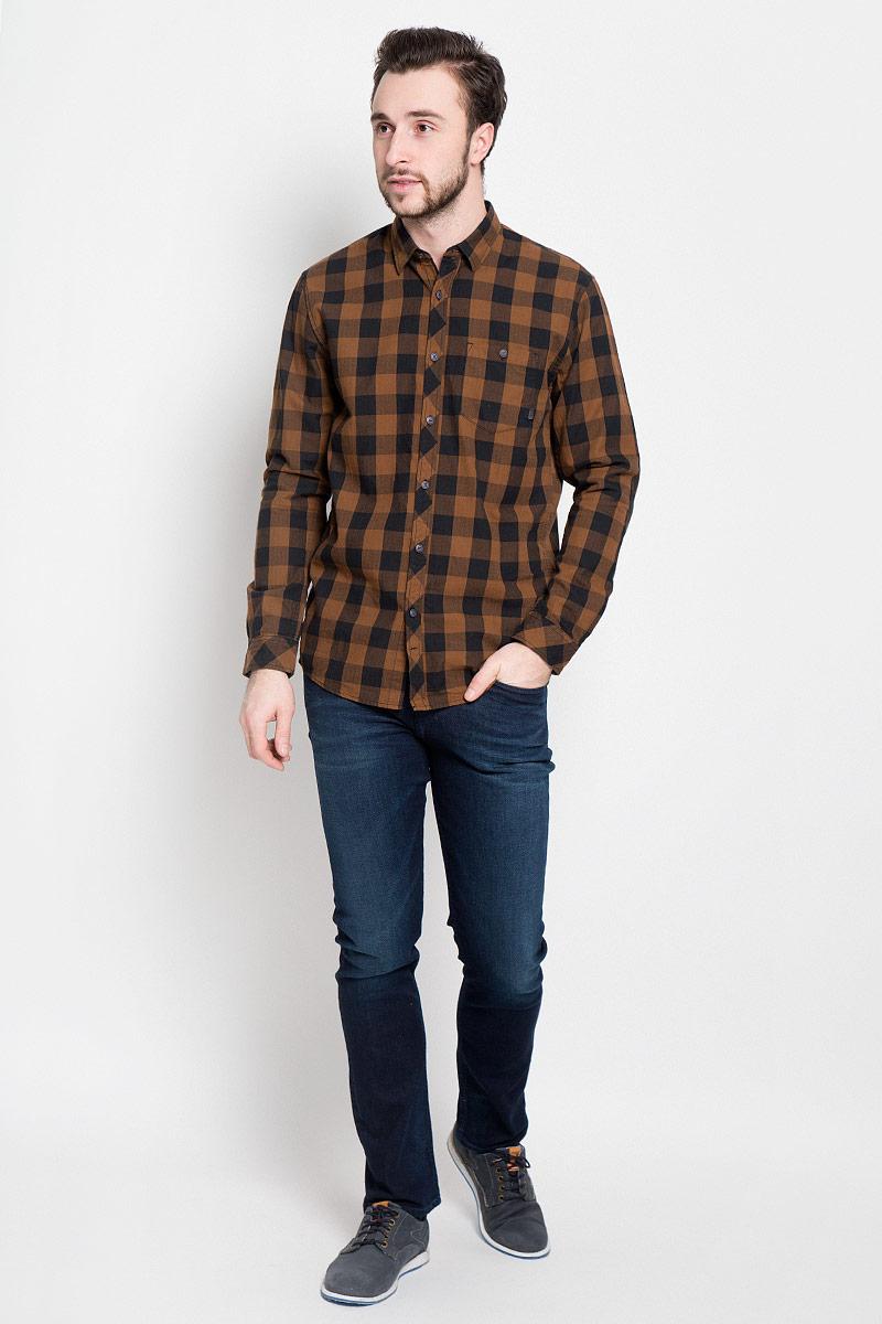 Рубашка мужская Tom Tailor Denim, цвет: коричневый, черный. 2032742.00.12_8607. Размер M (48)2032742.00.12_8607Стильная мужская рубашка Tom Tailor Denim выполнена из натурального хлопка. Модель с отложным воротником и длинными рукавами застегивается на пуговицы спереди и дополнена нагрудным карманом на пуговице.
