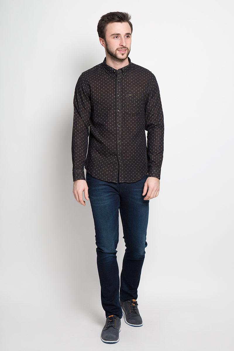 РубашкаL880CK01Стильная мужская рубашка Lee выполнена из натурального хлопка. Модель с отложным воротником и длинными рукавами застегивается на пуговицы спереди о оснащена нагрудным карманом. Манжеты рукавов дополнены застежками-пуговицами.