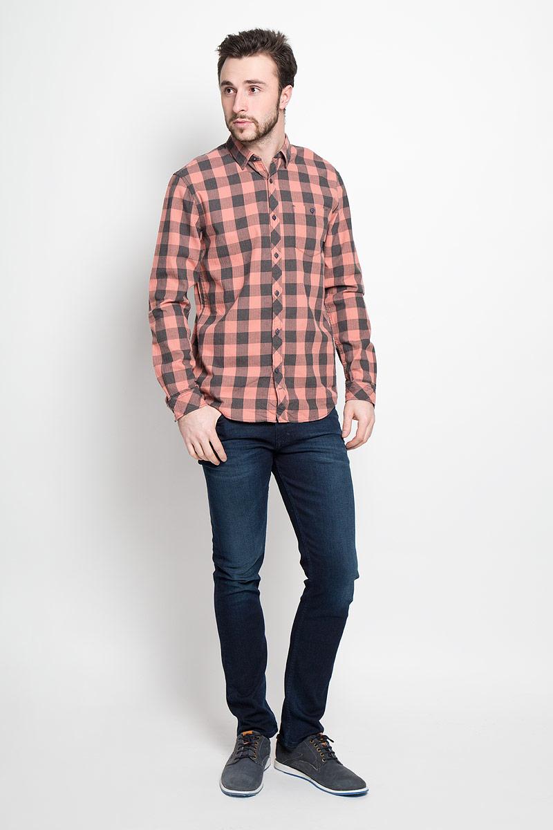 Рубашка мужская Tom Tailor Denim, цвет: розово-бежевый, темно-серый. 2032742.00.12_4719. Размер S (46)2032742.00.12_4719Стильная мужская рубашка Tom Tailor Denim выполнена из натурального хлопка. Модель с отложным воротником и длинными рукавами застегивается на пуговицы спереди и дополнена нагрудным карманом на пуговице.